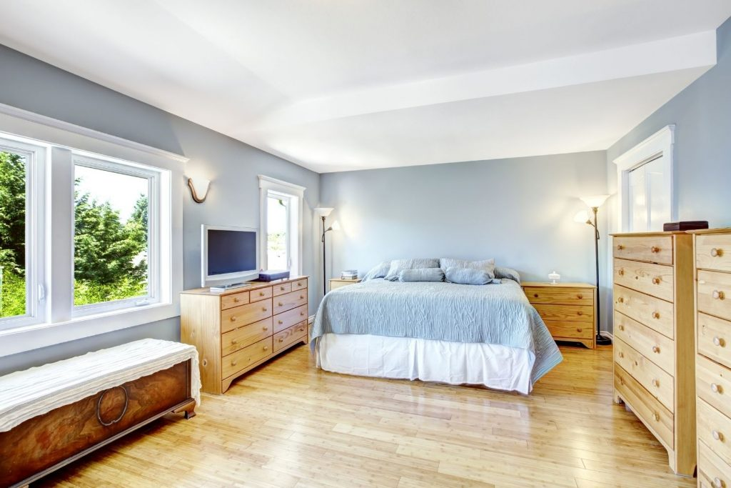 featured image for the article on blue walls and white trim