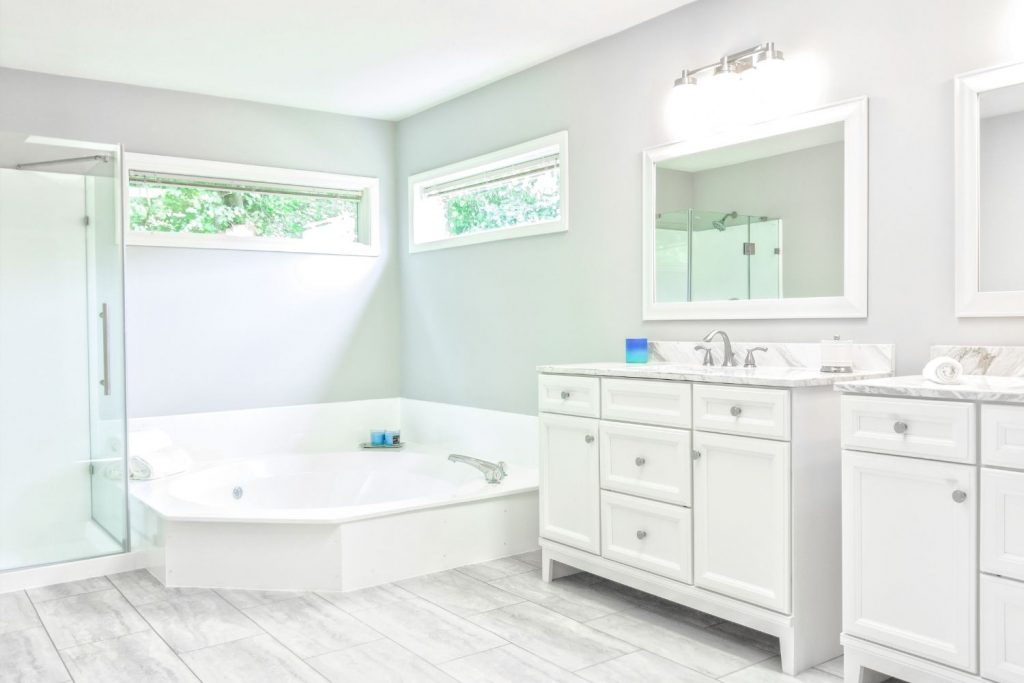 featured image for the article on the best paint sheen for bathrooms