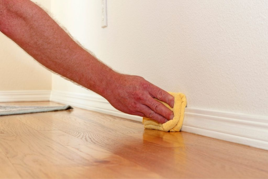 featured image for the article on how to wash walls before painting using vinegar