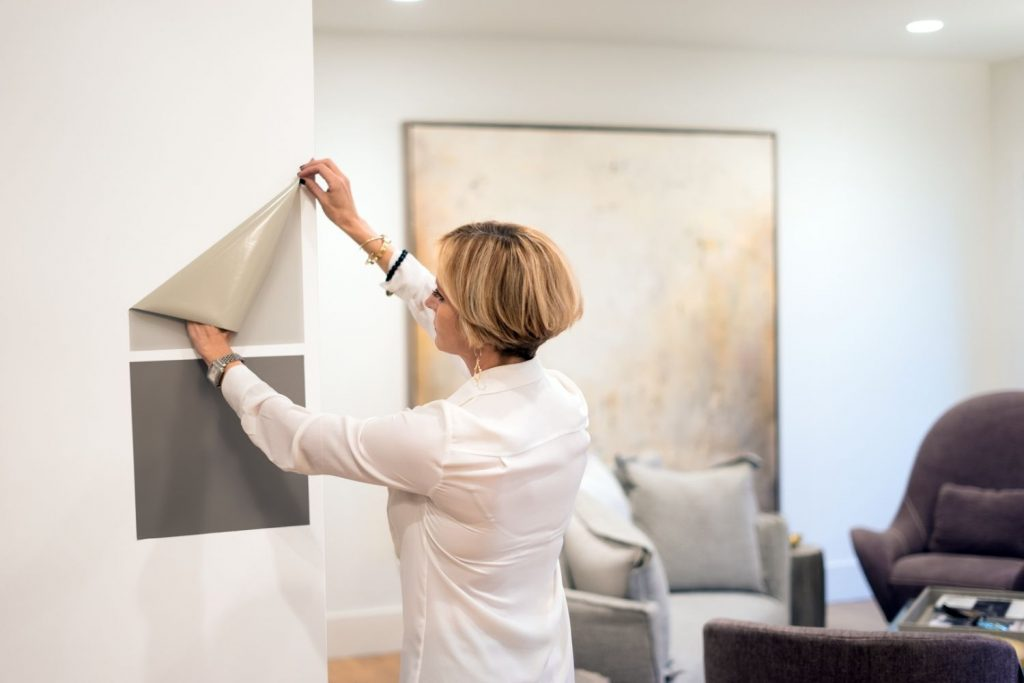 woman putting samplize samples on the wall